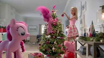 Target TV Spot, 'Deck the Halls in Millennial Pink' Featuring Nate Berkus - Thumbnail 3