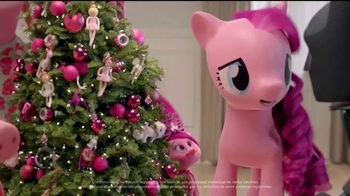 Target TV Spot, 'Fiestas con Millenial Pink' con Jaime Camil [Spanish] - Thumbnail 9