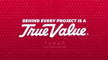 True Value Hardware Wrap It Up Sale TV Spot, 'Dewalt Drill & LED Light Set' - Thumbnail 5