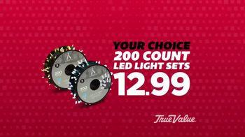 True Value Hardware Wrap It Up Sale TV Spot, 'Dewalt Drill & LED Light Set' - Thumbnail 4