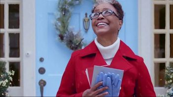 Hallmark Signature Cards TV Spot, 'Spread Cheer' Song by Gwen Stefani - Thumbnail 7