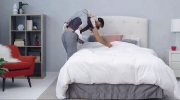 Mattress Firm Winter Slumber Sale TV Spot, 'Getting Your Wires Crossed' - Thumbnail 7