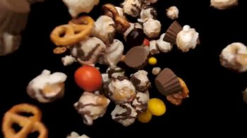 Hershey's Popped Snack Mix TV Spot, 'Snack Within a Snack' - Thumbnail 4