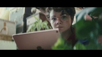 Apple iPad Pro TV Spot, 'Computadora' canción de Louis the Child [Spanish] - 181 commercial airings