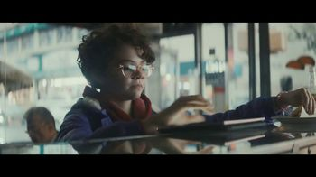 Apple iPad Pro TV Spot, 'Computadora' canción de Louis the Child [Spanish] - Thumbnail 5