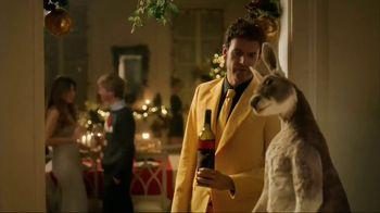 Yellow Tail TV Spot, 'Holiday Mistletoe' - Thumbnail 6