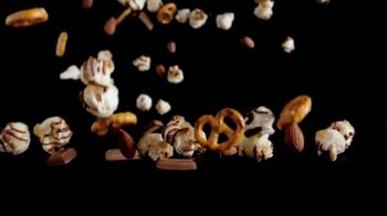 Hershey's Popped Snack Mix TV Spot, 'Snack Brothers' - Thumbnail 5