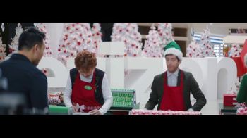 Verizon Unlimited TV Spot, 'Wrapping Paper' Featuring Thomas Middleditch - Thumbnail 3