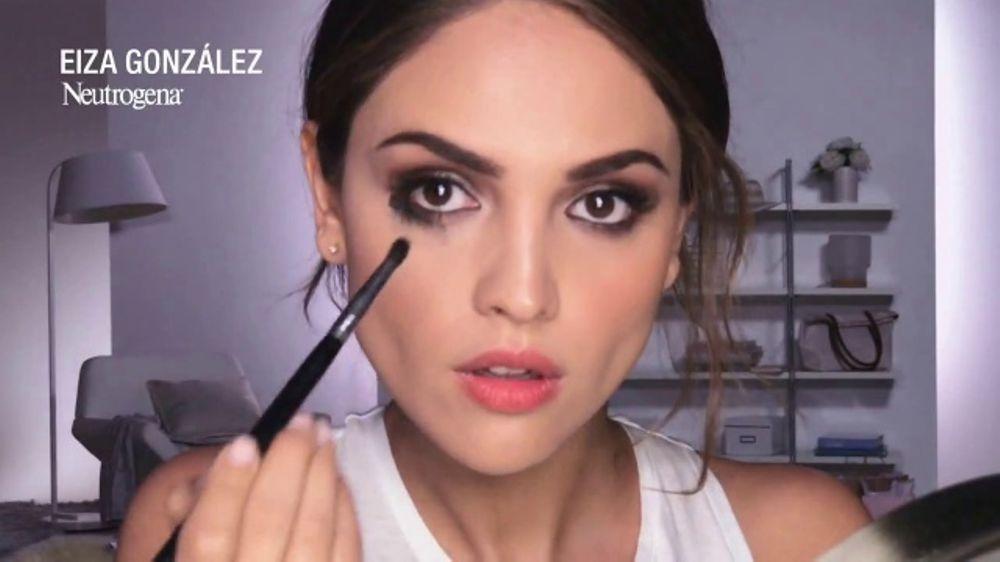 Neutrogena Towelettes TV Commercial, 'Eiza Gonzalez Saves a Smokey Eye Look' - iSpot.tv