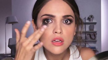 Neutrogena Towelettes TV Spot, 'Eiza Gonzalez Saves a Smokey Eye Look' - Thumbnail 4