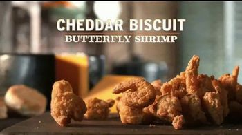Popeyes Cheddar Biscuit Butterfly Shrimp TV Spot, 'El recorrido' [Spanish] - Thumbnail 5