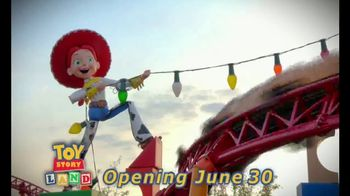 Walt Disney World TV Spot, 'Toy Story Mania' Featuring José Altuve - Thumbnail 8