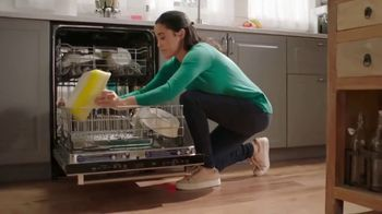 Cascade Platinum TV Spot, 'Lets Your Dishwasher Be the Dish Washer'