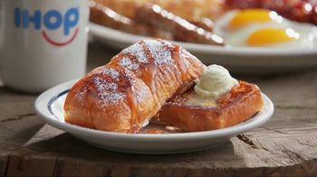 IHOP King's Hawaiian French Toast Combos TV Spot, 'Breakfast Watchers' - Thumbnail 7