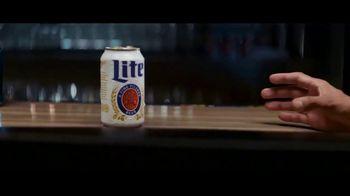 Miller Lite TV Spot, 'Deslizar' [Spanish]