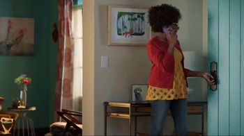 Discover Card Social Security Number Alerts TV Spot, 'Dog Kiss' - Thumbnail 1