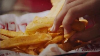Red Robin Haystack Tavern Double TV Spot, 'Stacked' - Thumbnail 8