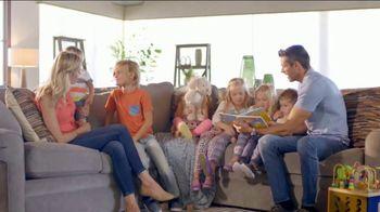 La-Z-Boy Flash Sale TV Spot, 'Cozy to Spacious' - Thumbnail 4
