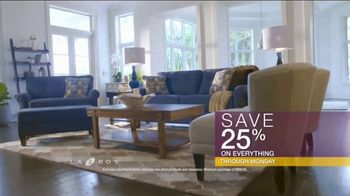 La-Z-Boy Flash Sale TV Spot, 'Cozy to Spacious' - Thumbnail 8