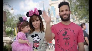 Walt Disney World TV Spot, 'Momentos mágicos' con José Altuvé [Spanish] - Thumbnail 9