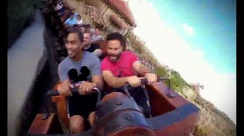 Walt Disney World TV Spot, 'Momentos mágicos' con José Altuvé [Spanish] - Thumbnail 4