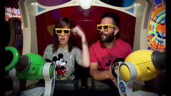 Walt Disney World TV Spot, 'Momentos mágicos' con José Altuvé [Spanish] - Thumbnail 6
