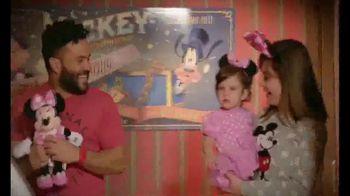 Walt Disney World TV Spot, 'Momentos mágicos' con José Altuvé [Spanish] - Thumbnail 7