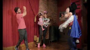 Walt Disney World TV Spot, 'Momentos mágicos' con José Altuvé [Spanish] - Thumbnail 8