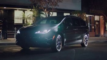 Chrysler Pacifica TV Spot, 'Back That Thing Up' Song by Juvenile [T1] - Thumbnail 4