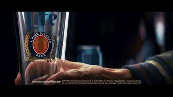 Miller Lite TV Spot, 'Servir' [Spanish] - Thumbnail 2