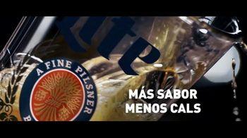 Miller Lite TV Spot, 'Servir' [Spanish] - Thumbnail 6