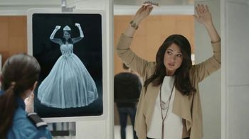 Snickers Almond TV Spot, 'Quinceñera' - Thumbnail 7