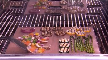 Copper Chef Grill Mat TV Spot, 'Makes Grilling Easier' - Thumbnail 3