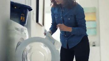 Lysol Laundry Sanitizer TV Spot, 'Irreplaceable Monkey Protection' - Thumbnail 8