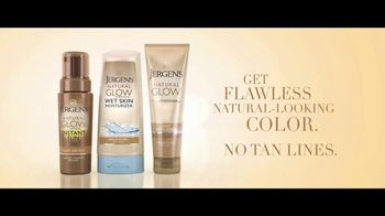 Jergens Natural Glow TV Spot, 'No Tan Lines' Featuring Leslie Mann - Thumbnail 10