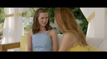 Jergens Natural Glow TV Spot, 'No Tan Lines' Featuring Leslie Mann - Thumbnail 5