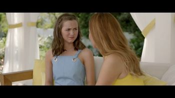 Jergens Natural Glow TV Spot, 'No Tan Lines' Featuring Leslie Mann - Thumbnail 7