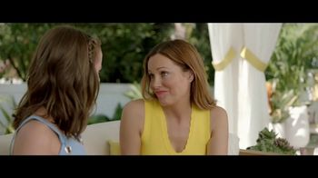 Jergens Natural Glow TV Spot, 'No Tan Lines' Featuring Leslie Mann