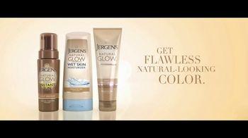 Jergens Natural Glow TV Spot, 'No Tan Lines' Featuring Leslie Mann - Thumbnail 9