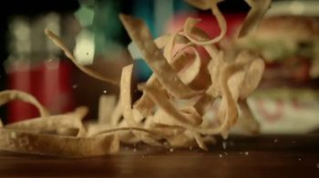 Red Robin Taco Tavern Double TV Spot, 'Guacamole y salsa' [Spanish] - Thumbnail 4