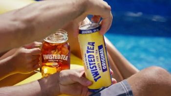 Twisted Tea Original Hard Iced Tea TV Spot, 'Pool' Song by Dierks Bentley - Thumbnail 1