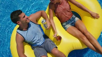 Twisted Tea Original Hard Iced Tea TV Spot, 'Pool' Song by Dierks Bentley - Thumbnail 2