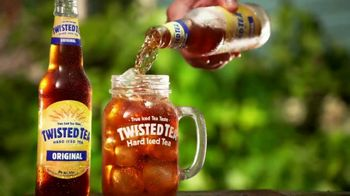 Twisted Tea Original Hard Iced Tea TV Spot, 'Pool' Song by Dierks Bentley - Thumbnail 4