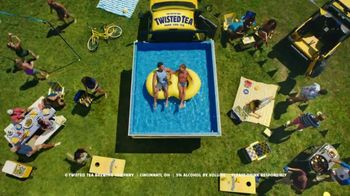 Twisted Tea Original Hard Iced Tea TV Spot, 'Pool' Song by Dierks Bentley - Thumbnail 6