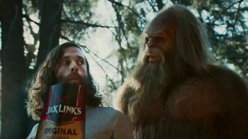 Jack Link's Beef Jerky TV Spot, 'Runnin' With Sasquatch: Glamping' - Thumbnail 6
