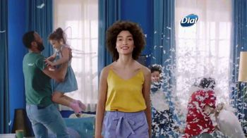 Dial Skin Therapy Body Wash TV Spot, 'Tiempo personal' [Spanish] - Thumbnail 1