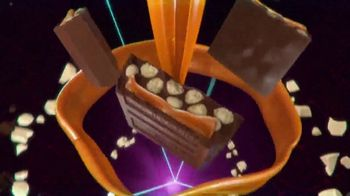 Hershey's Cookie Layer Crunch TV Spot, 'Classic Reimagined' - Thumbnail 7