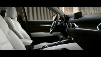 2017 Mazda CX-5 TV Spot, 'Beauty' [T1] - Thumbnail 6