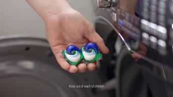 Tide PODS TV Spot, 'Quick Cycle Your Laundry' - Thumbnail 7
