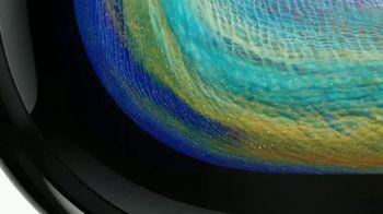 Apple iPhone X TV Spot, 'Está aquí' canción de Sofi Tukker [Spanish] - Thumbnail 2